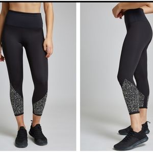 Heroine Sport Destiny Leggings - SMALL